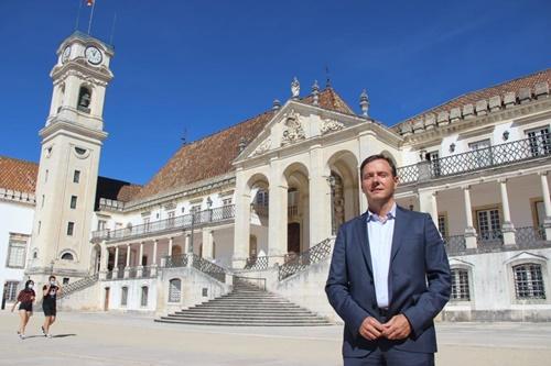 O-Vice-Reitor-da-Universidade-de-Coimbra-para-a-Cultura-e-Ciência-Aberta-Prof.-Dr.-Delfim-Leão_Crédito-DCom-UC-Karine-Paniza-Copia31